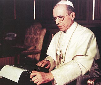 The schema ignored the more mystical theology presented in the 1943 encyclical Mystici Corporis by Pope Pius XII.