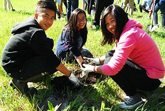 John Magat, Bianca Dela Cruz, Marjorie Cabagua from St. Thomas Aquinas  School plant plant seedlings to help their community.